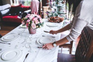 woman-preparing-christmas-table-6270